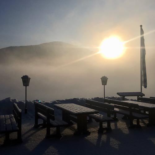 Wintermorgensonne auf der Buttermiilchalm
